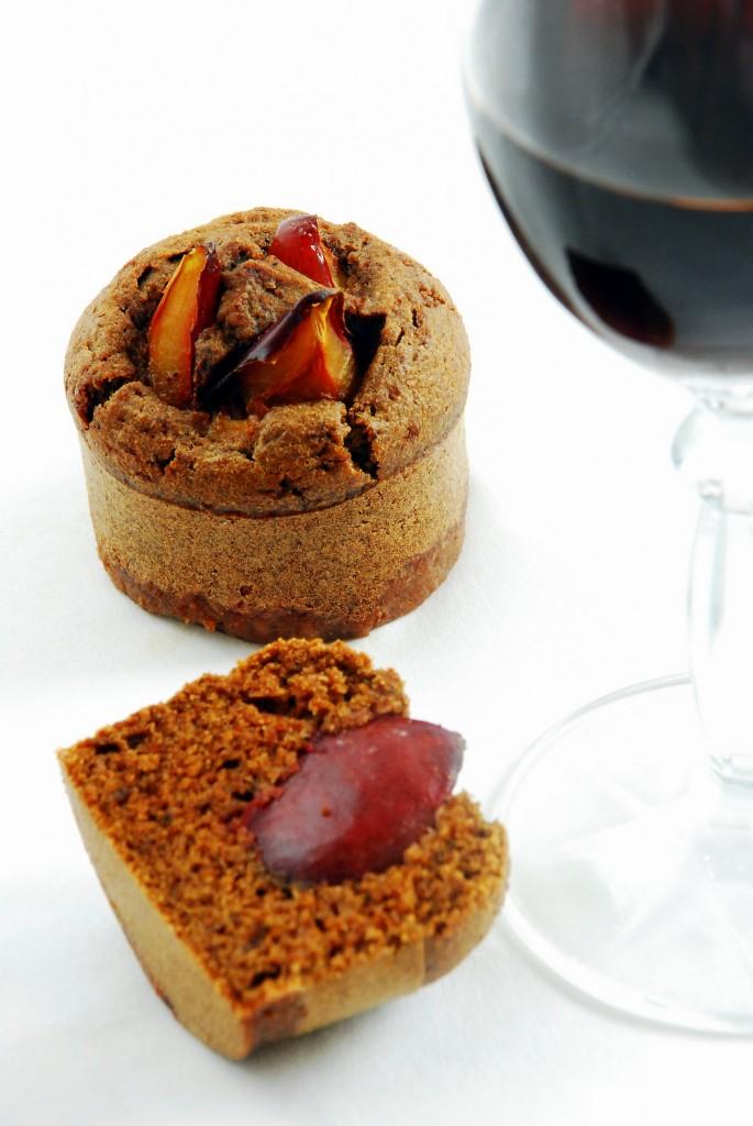 Orkiszowe muffinki zczerwonym winem iśliwkami
