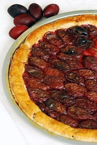 Migdałowa pizza ześliwkami