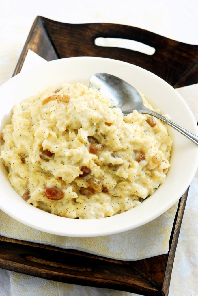 Waniliowy ryż zrodzynkami ijabłkiem