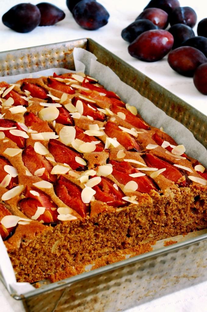 Pulchne ciasto migdałowe ześliwkami