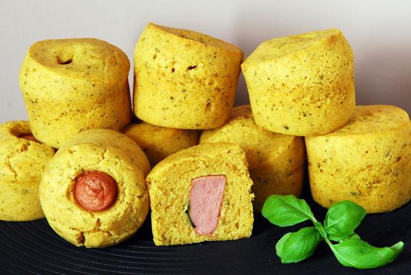 Kukurydziane muffinki z parówką