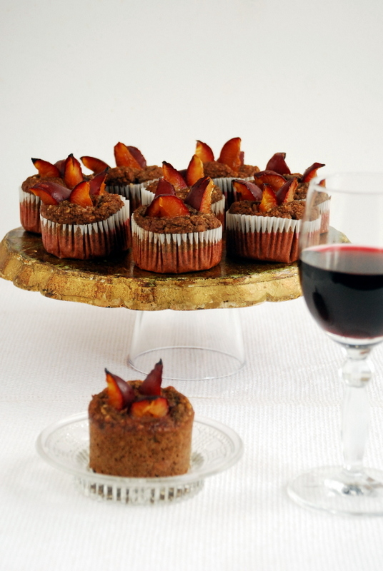 Muffinki z czerwonym winem i śliwkami