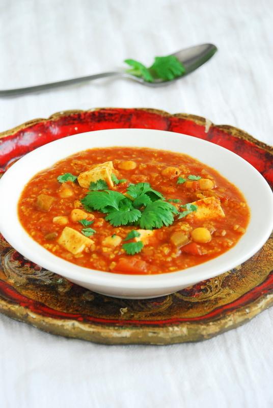 Wegańska harira z kaszą jaglaną i tofu