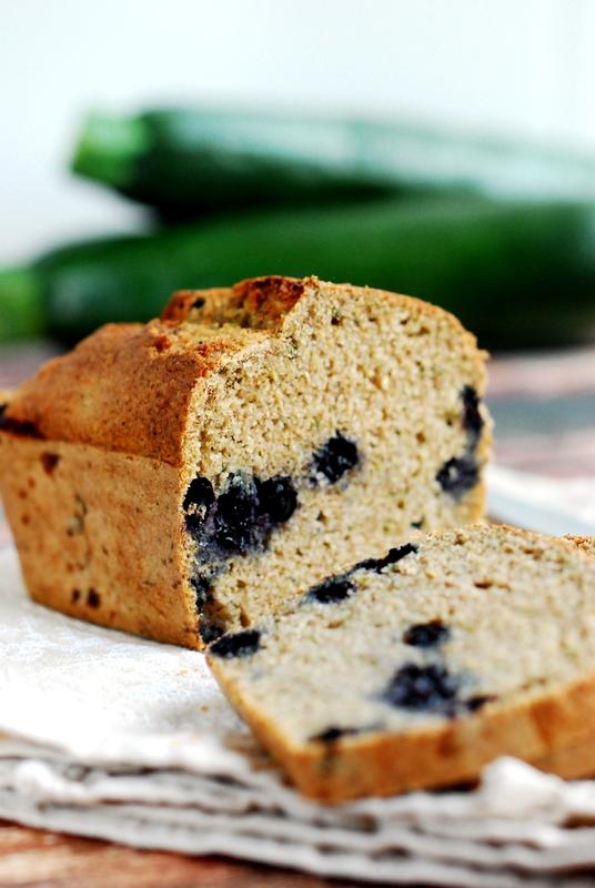 Ciasto cukiniowe zborówkami, pieczone naświeżo zmielonej mące zgryki orazkaszy jaglanej.