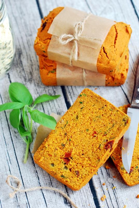 Wegańskie ibezglutenowe chlebki kukurydziane, ześwieżo zmielonej mąki.