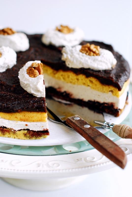 Bezglutenowy ibezmleczny tort kokosowo-orzechowy