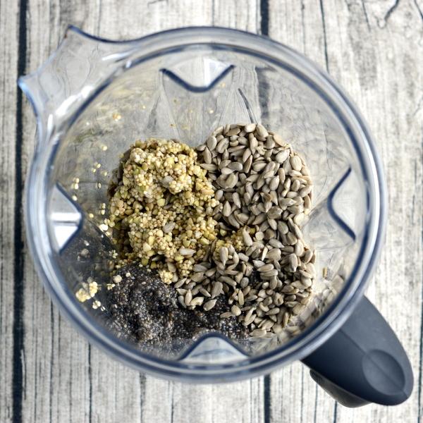 Namoczona kasza gryczana orazquinoa inamoczone nasiona chia, czyli składniki napyszny bezglutenowy iwegański chleb!